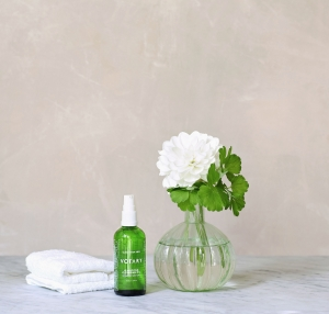 Votary Clarifying Cleansing Oil re-sets and re-balances troubled skin